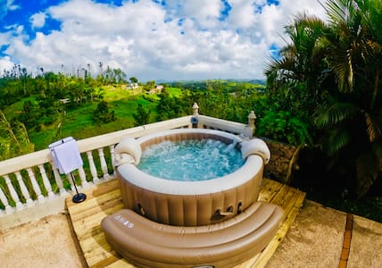 Lux Romantic Villa w Pool, Hot tub + Mountain View