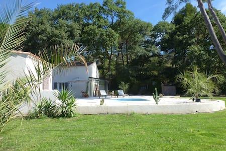 En campagne AIXOISE, Villa sur 2200 avec piscine - La Barben - บ้าน