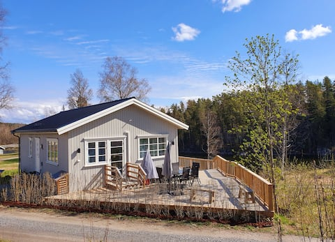 New modern cabin by a beautiful lake nearby Oslo
