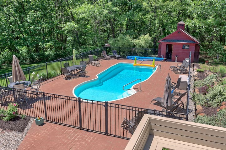 ★5,300 ft² • Kid & Pet Friendly • Hot Tub • CLEAN