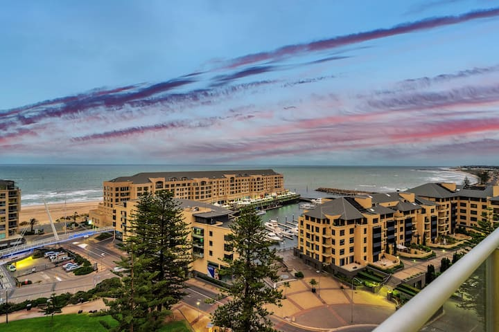 Glenelg Skyline Beachfront Penthouse, Adelaide