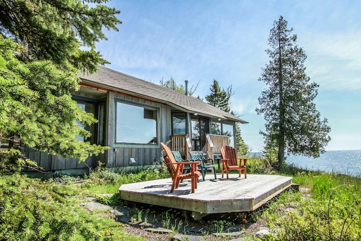 Cedar Allee offers relaxation both inside and out with amazing Lake Superior views and large deck