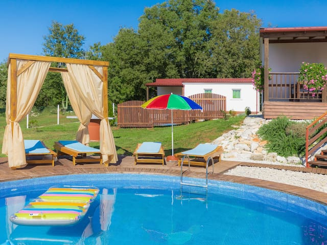 Bungalow Resort Jelovci for 8 persons