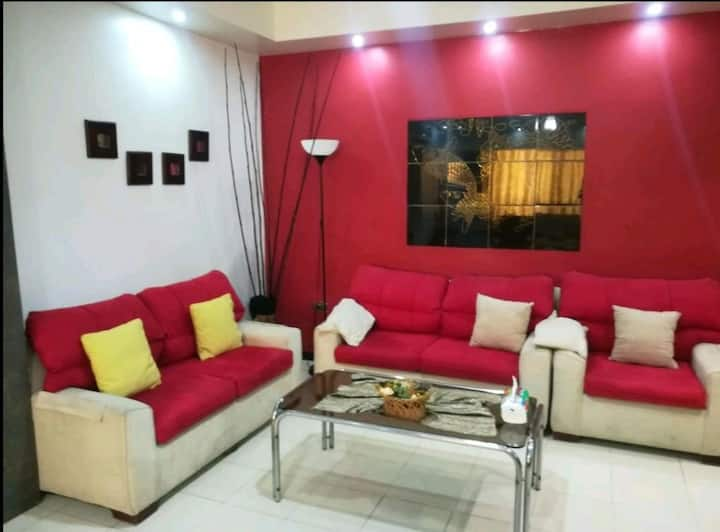 2 Bedroom Apartment/Private Backyard/Safe Location