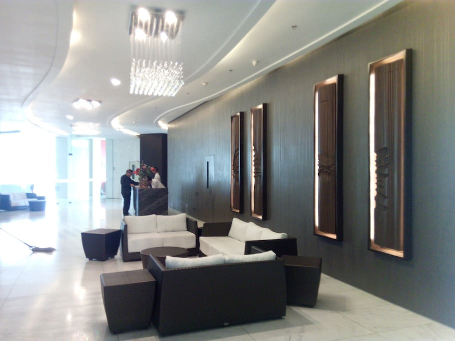 The lobby has 24h security and concierge