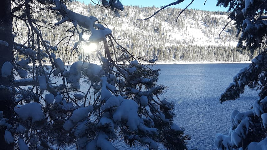 Incredible Views! Donner Lake Front Cabin! Truckee