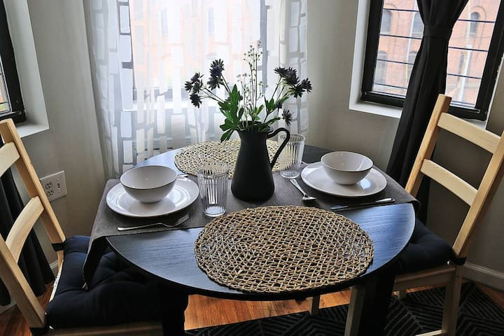 Beautiful and Modern 2 Bed- 20 Min To Manhattan