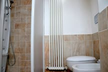 Il bagno con la doccia idromassaggio