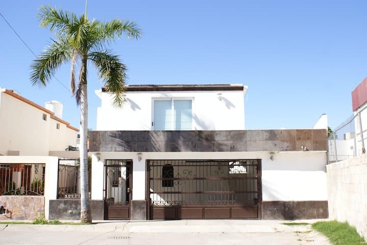Hermosa casa con amplios espacios..