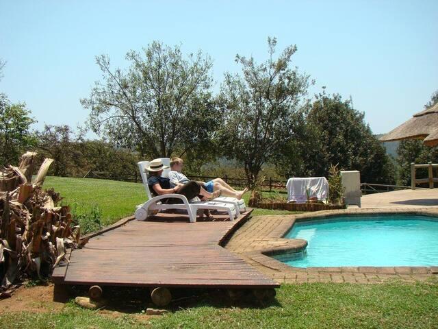 Mulberry Lane Suites and Africa Silks Farm - Graskop - Houten huisje