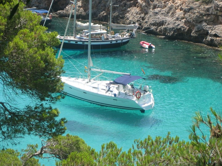 Sailing boat for rent in Ibiza