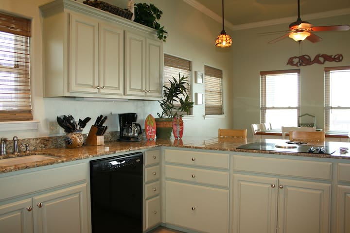 Kitchen: lots of Granite Counter tops