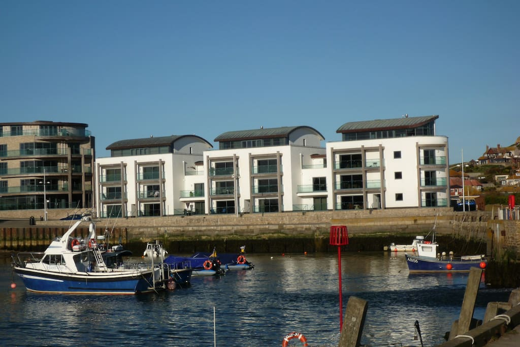 Luxury 2nd floor apartment right on the harbour
