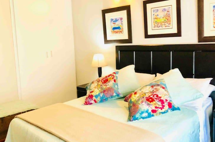 Master Bedroom 2 (Green Room) - Sleeps a maximum of 2 guests. Private En-suite bathroom.