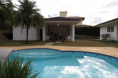 Casa maravilhosa em paraíso com vista pro lago