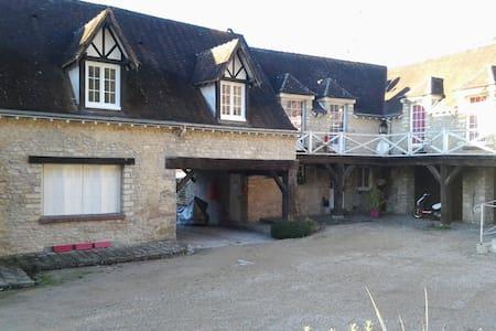 Belle chambre cadre agréable - Fontaine-la-Rivière - Haus