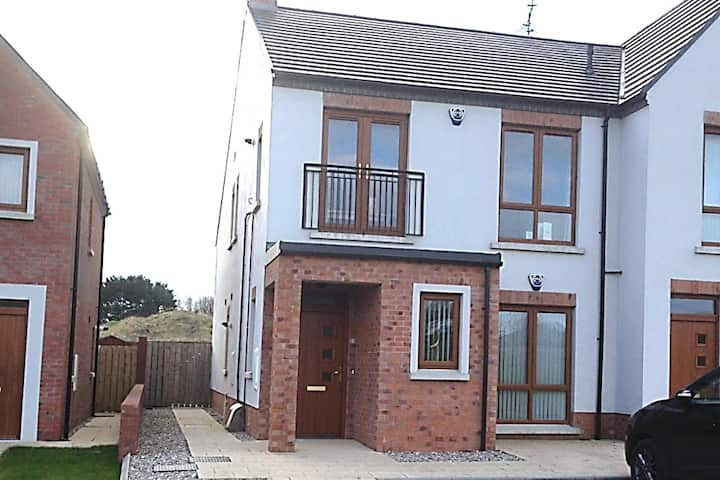 2 bedroom apartment only 5 mins from Portrush