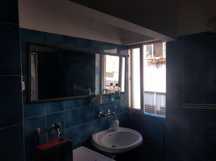 Bathroom with bathtub and washing machine/dryer