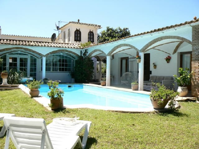 Pals, detached house with private pool and 5 bedrooms