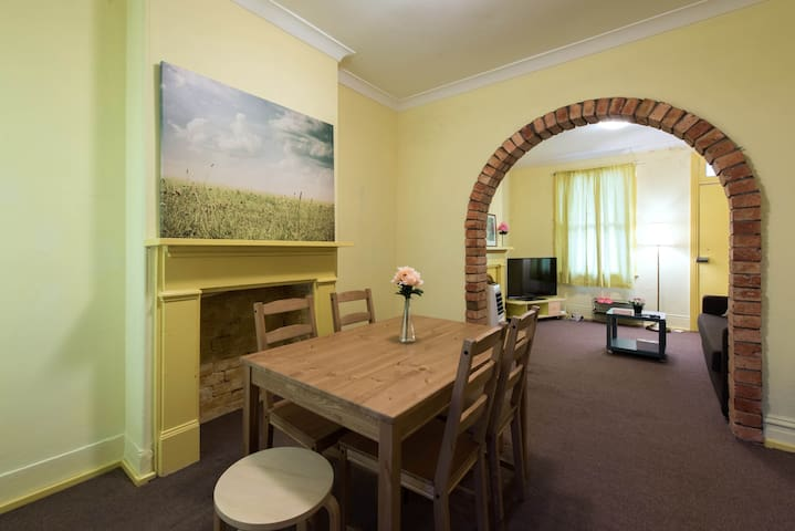 Next to CBD - Cosy & Comfy 2Bedroom Terrace House - Surry Hills - Stadswoning