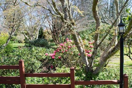 Spacious 3+ Bedroom Garden Home - Brinnon - Ev