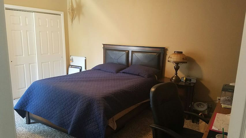 Queen bed in 2nd spare bedroom+pool - Modesto - House