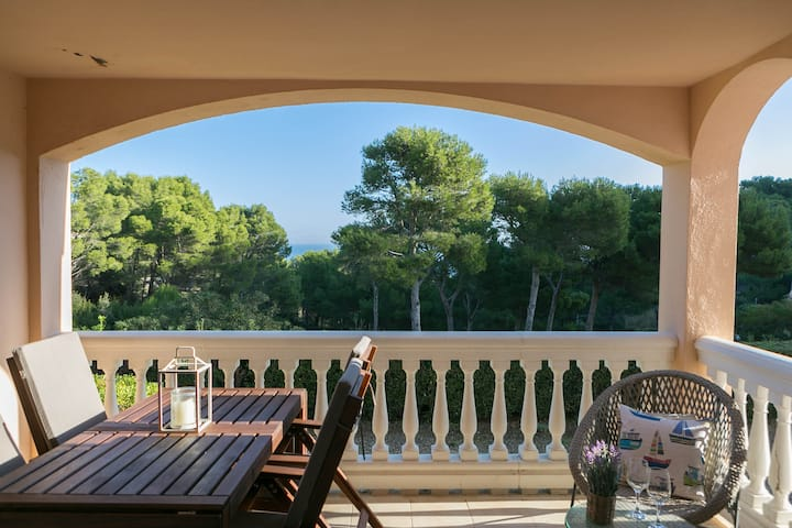 2 bedroom apartment w/ terrace, sea views and pool in Aiguafreda, Begur (H70)
