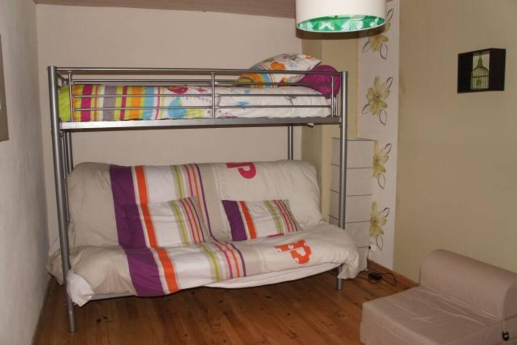 1ere chambre avec 3 couchages
