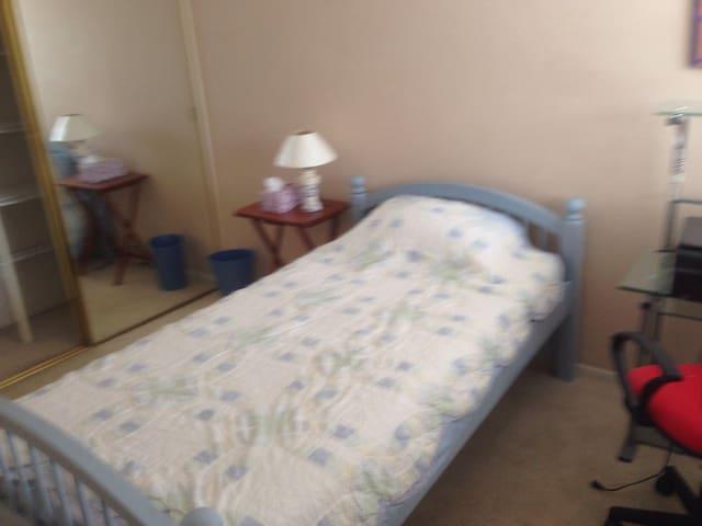 Clean Confortable Room Twin Bed Free Coffee & tea - Chula Vista - Dům