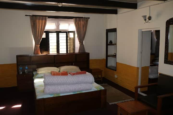 Krishna House - Family Room with Breakfast