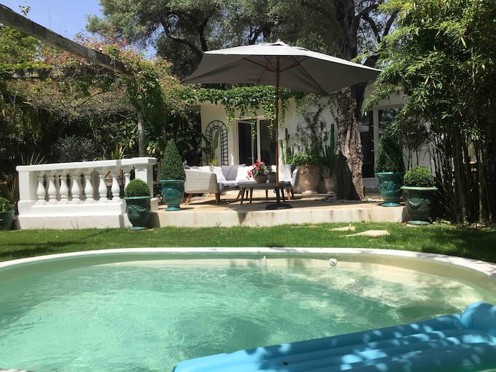 Cap d'Antibes 50m from the beach 3 bedrooms/Pool
