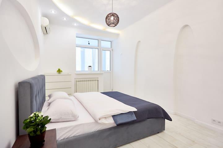 """Loft"" 1-bedroom apartment at Beketova"