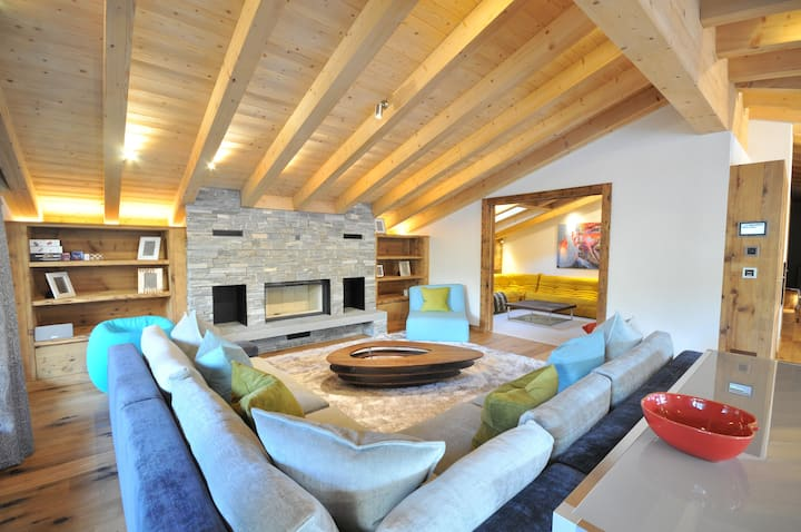Luxurious 4 bedroom ensuite penthouse & fireplace