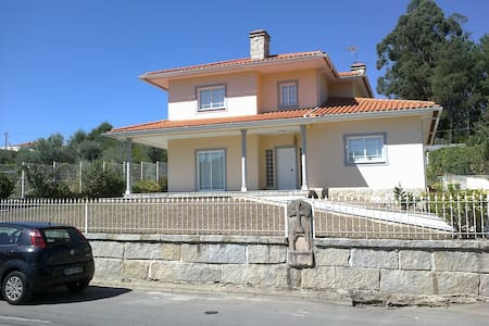 House - 60 km from the beach - Viseu - Hus