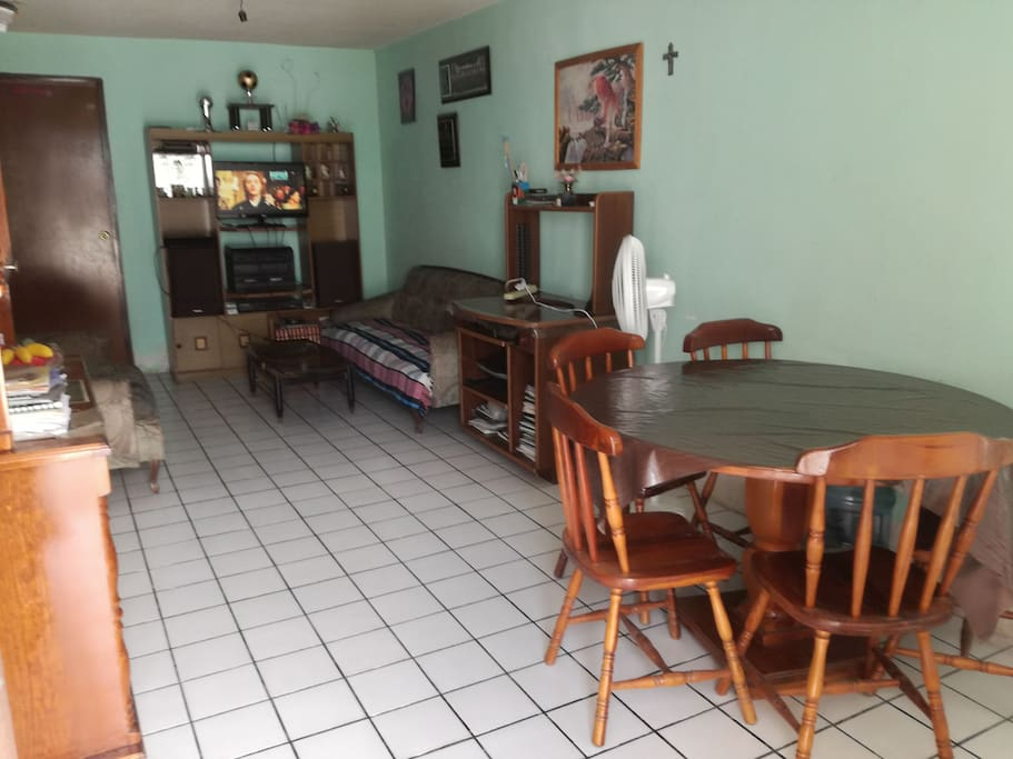 Interior, sala/comedor.