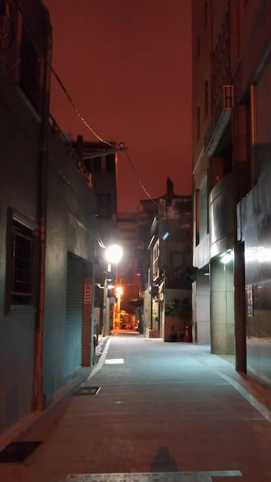 夜晚的蝸牛巷