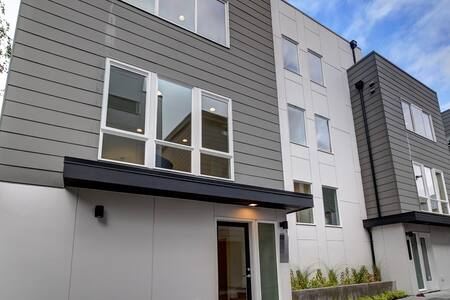 Cozy room (with Pvt Bathroom) in Ballard - Seattle - Casa