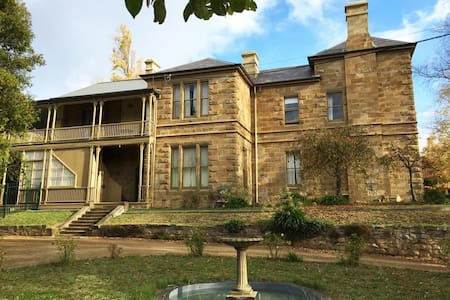 4c Historic Home Away From Home - South Hobart