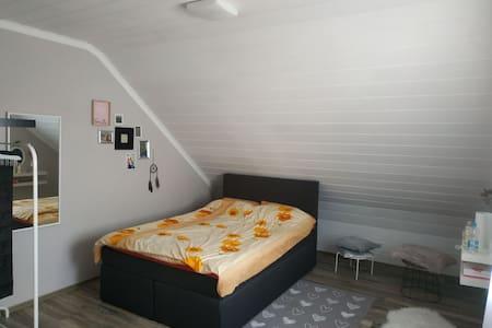 Schickes 1 Zimmer mit Balkon, Küche, Bad ...