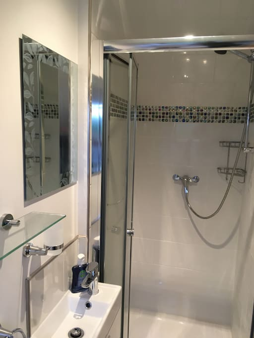 Fresh Clean En Suite