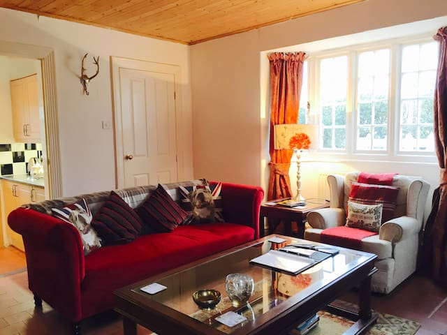 The Gatekeepers Lodge at Plas Dinas - Caernarfon - Hus