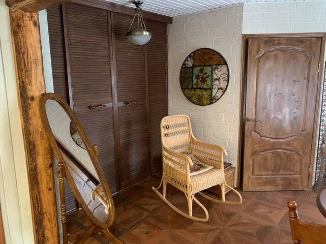 Деревенский домик у реки в Звенигороде