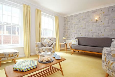 Chapel Street Apartment perfect for a city break, sleeps 5 - ชิเชสเตอร์