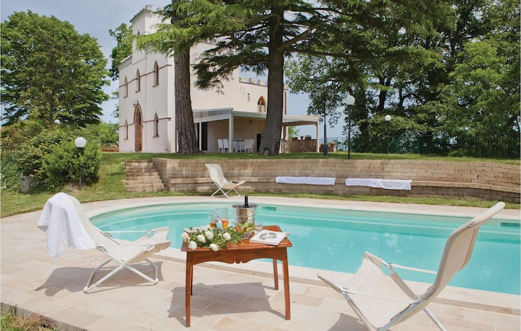 Holiday cottage with 5 bedrooms on 200 m² in Citta´della Pieve