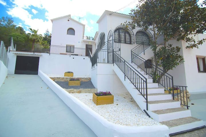 BIG HOUSE IN SITGES WITH POOL, UP TO 22 PEOPLE