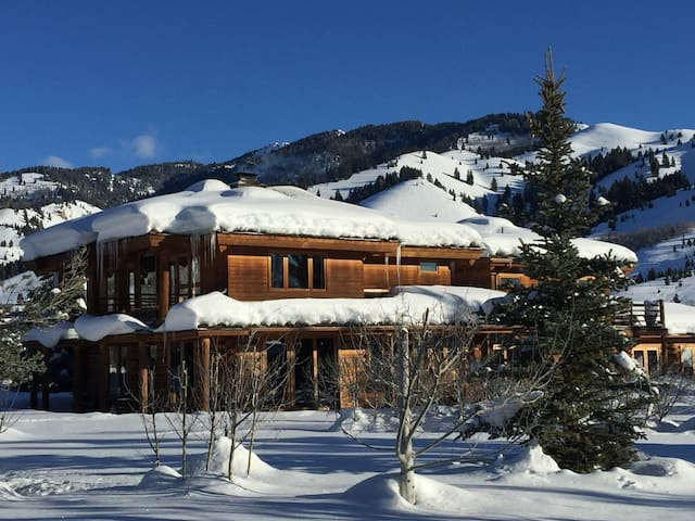 Scenic & Private Log Cabin, Ketchum / Sun Valley - Ketchum - Hus