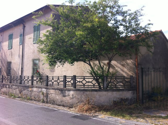 Cottage with garden - Cascina - Lejlighed