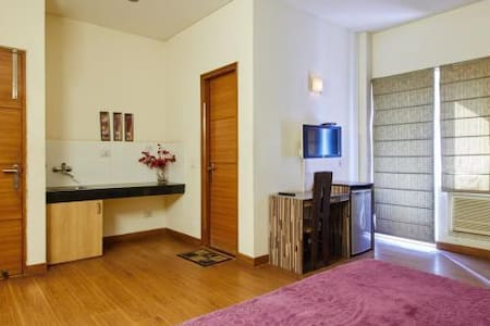 Luxury Studio Rooms near Golf Course Rd Gurg - Társasház