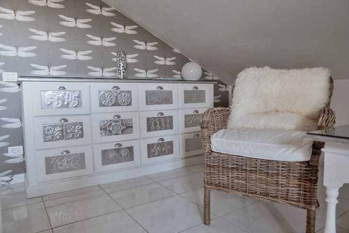 sitting area Room Mt Lavinia with chest of drawers for the guest
