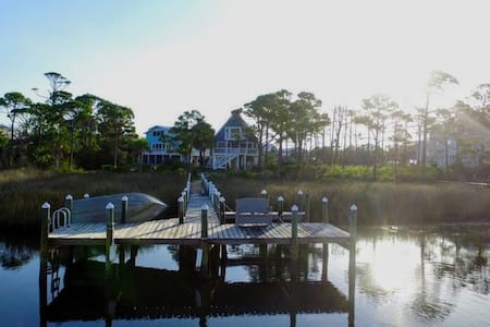 Bay Haven is conveniently located on the Bay!
